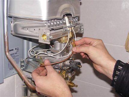 Демонтаж термопары газовой колонки
