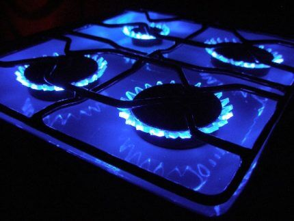 Голубое пламя в газовой конфорке