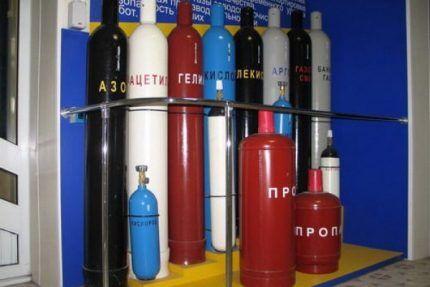 Цветные емкости для газа