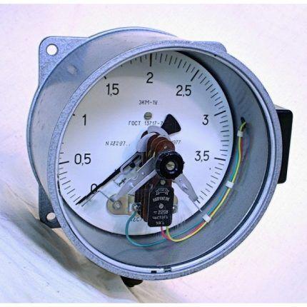 Грузопоршневой измеритель давления газа