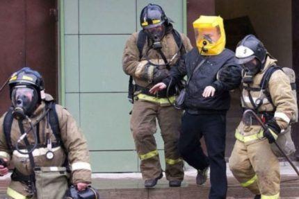 Работают спасатели