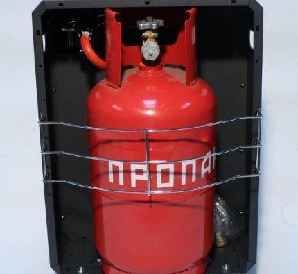 Газовый баллон в утепленном коробе