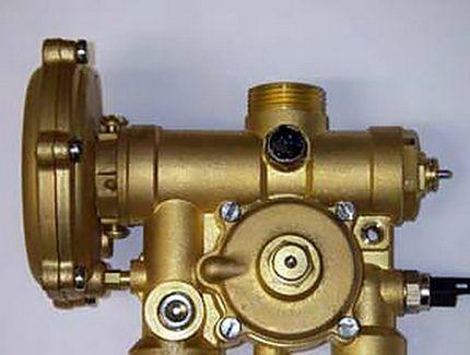 Трехходовой клапан гидравлический