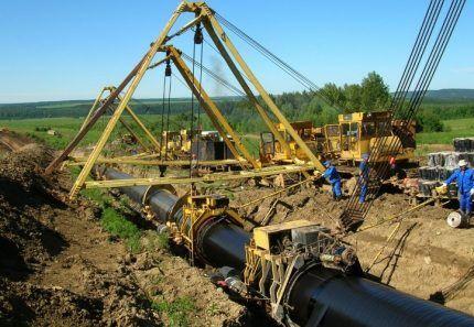 Строительство газовой магистрали в поле
