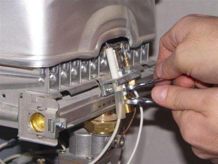Прочистка запальника газовой колонки
