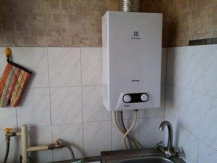 Колонка Электролюкс на кухне