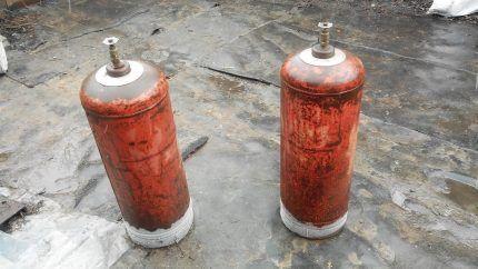 Газовые баллоны с обмерзшей нижней частью