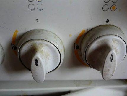 Засаленные ручки газовой плиты