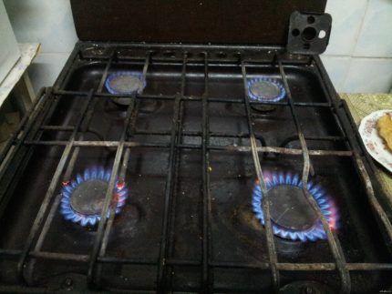 Газ горит для обогрева помещения