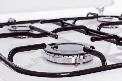 Окрашивание чугунной решётки в верхней части газовой плиты