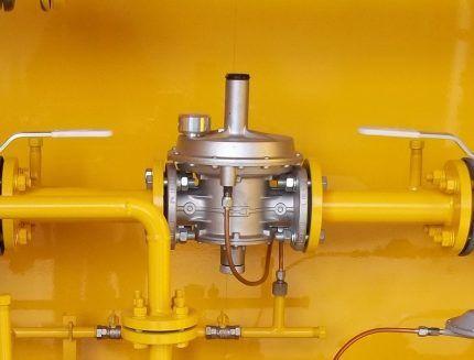 Регулировочный узел с клапаном сброса