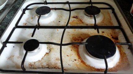 Загрязнение варочной поверхности плиты