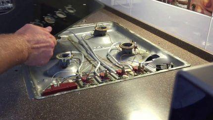 Снятие верхней панели плиты