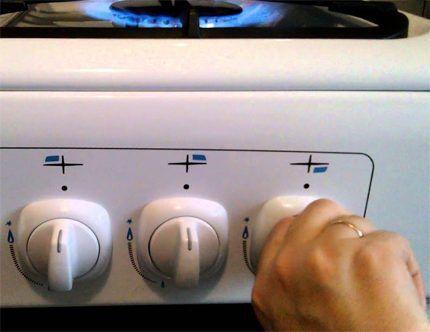 Совмещенная конфигурация системы зажигания газовой плиты