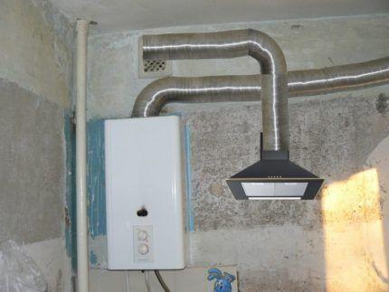Газовый котел и кухонная вытяжка