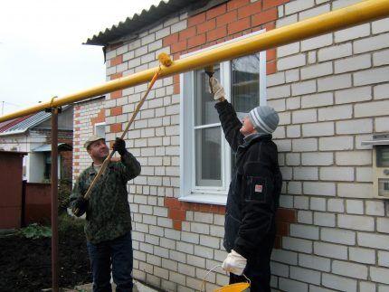 Газовая труба на улице