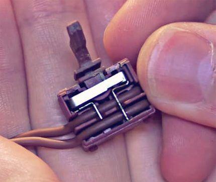 Вид внутренней области кнопки-зажигалки