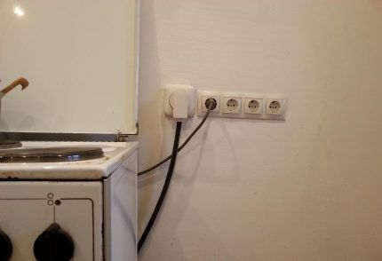 Электроплита подключена к розетке