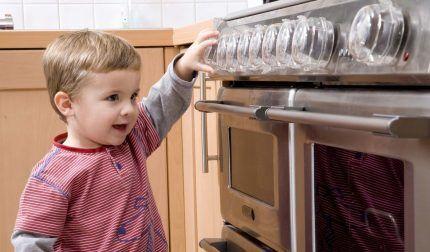 Защита газовой плиты от детей