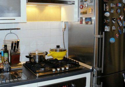 Плита впритык к холодильнику