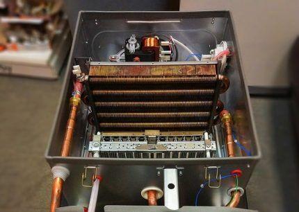 Камера сгорания с электродами