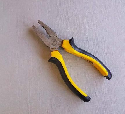 Плоскогубцы для снятия ручки