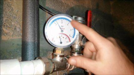 Манометр системы отопления