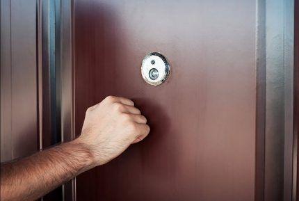 Стук в дверь вместо звонка