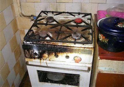 Газовая плита после взрыва