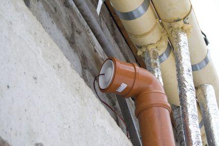 Вентилятор в канализационной трубе