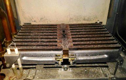 Покрытый накипью теплообменник котла Будерус