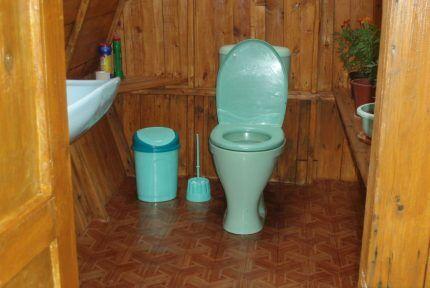 Туалет с канализацией