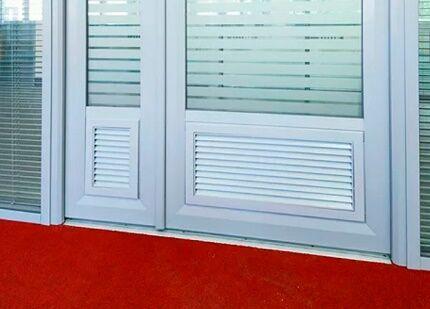 Дверные полотна с переточными решетками
