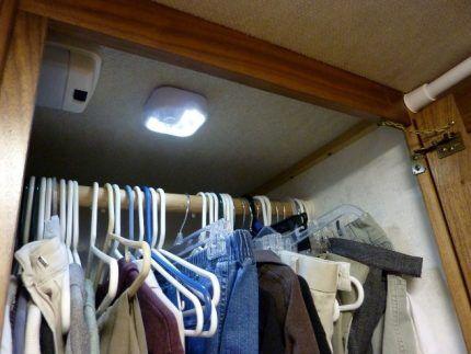 Прибор контроля воздуха в гардеробной