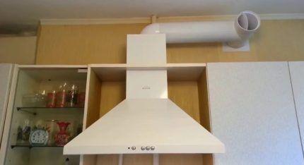 Кухонная вытяжка с обратным клапаном