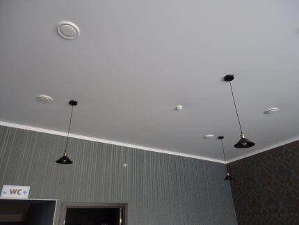 Натяжной потолок с вентиляцией