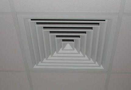 Вентиляционная решетка на потолке