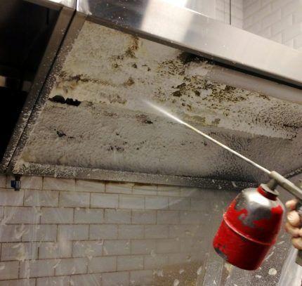 Химическое очищение воздуховодов пеной под давлением