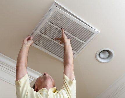 Снятие вентиляционной решетки
