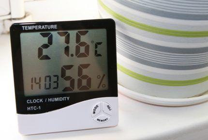 Часы с гидрометром и термометром