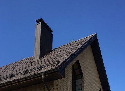 Короб для вентиляционной шахты на крыше