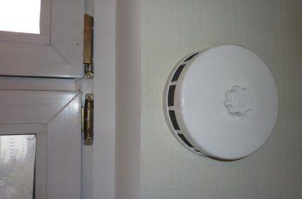 Диффузор - вентиляционный клапан в стену