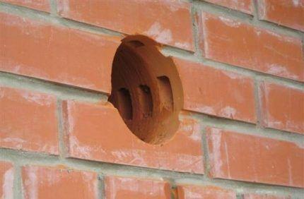 Подготовка отверстия для монтажа стенового клапана