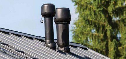 Аэраторы на крыше из профлиста