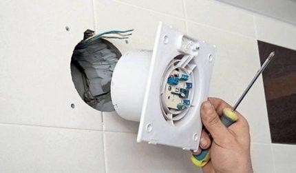 Монтаж вентилятора в воздуховод