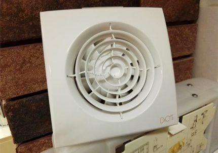 Бытовой осевой вентилятор