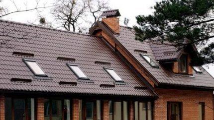 Слуховые и панорамные окна на крыше
