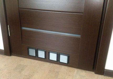 Двери с вентиляционными решетками