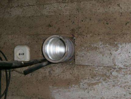Вентиляция в стене