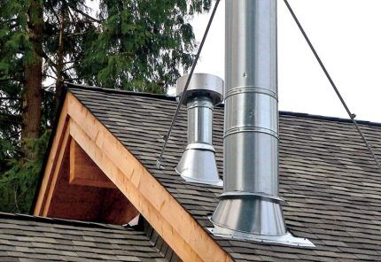 Труба вентиляции на крыше мансарды